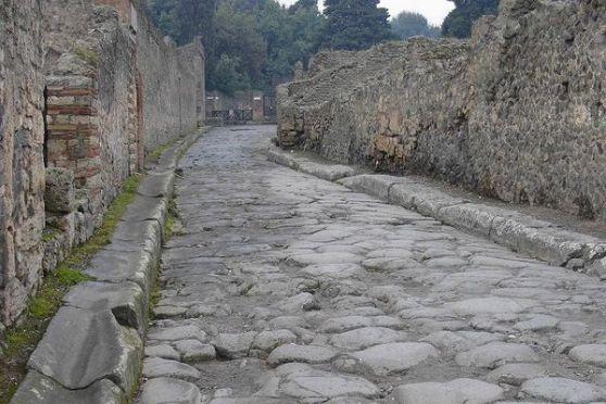 Đường phố trong Pompeii. Ảnh: DDP