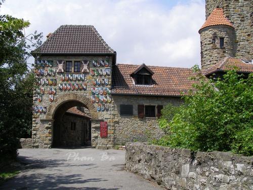 Cổng vào Wachenburg
