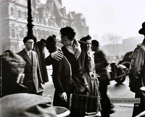 Le baiser de l'Hôtel de ville. Ảnh: Robert Doisneau