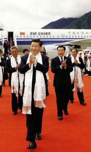 Tập Cận Bình lúc đến Lâm Chi hồi tháng 7 năm 2011. Ảnh: Der Spiegel