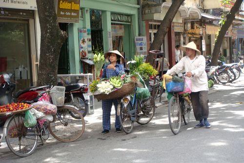 Phong cách truyền thống vẫn còn tiếp tục trong những khu phố nào đó. Ảnh: Dinh Ngoc Truc