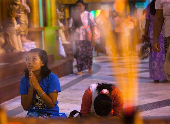 Bên trong chùa Shwedagon