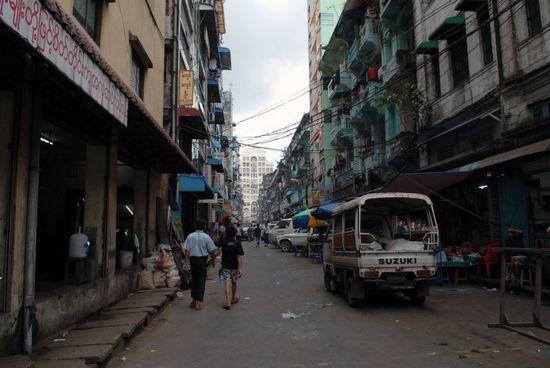 Nhưng Yangon cũng có những ngôi nhà tồi tàn