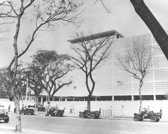 Đại sứ quán Hoa Kỳ bị hư hại vì súng cối và hỏa tiễn, ngày 31 tháng 1 năm 1968