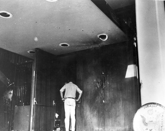 Cửa chính vào Đại sứ quán Hoa Kỳ, ngày 31 tháng 1 năm 1968