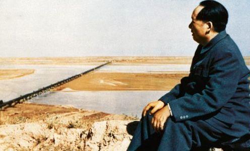 Mao Trạch Đông ở cạnh Hoàng Hà năm 1952