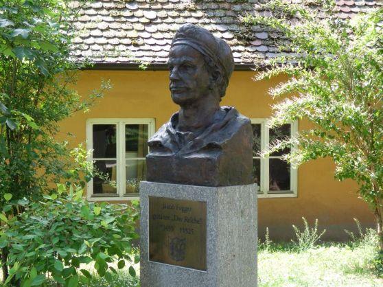 Tượng Jakob Fugger trong khu nhà Fuggerei