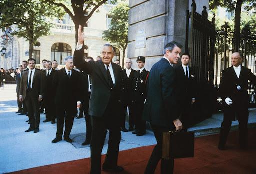 Averell Harriman (trái) đến Trung tâm Hội nghị Quốc tế ở Avenue Kleber vào ngày 13 tháng 5 năm 1968