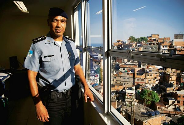 """Cảnh sát viên Senna: """"Tội phạm bạo lực đã trở nên hiếm có."""" Ảnh: Der Spiegel"""