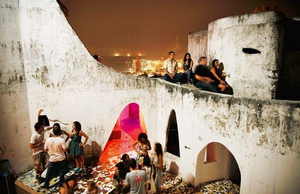 """Club """"The Maze"""" trong Rio"""