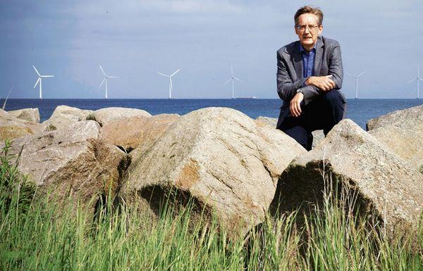 Nhà điều hành công viên gió Christiansen trước Middelgrunden. Ảnh: Der Spiegel