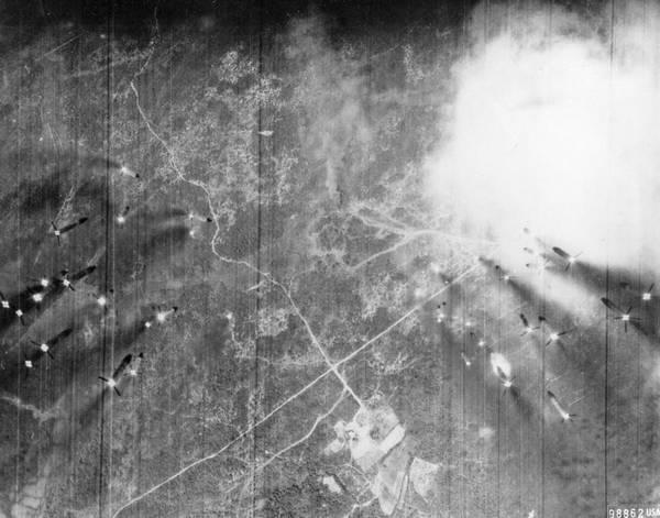 Không  quân Mỹ bắn trúng một vị trí tên lửa SAM cách thành phố Đồng Hới 13 dăm về phía Tây Bắc