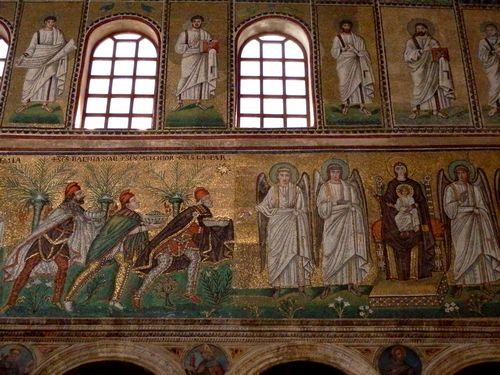 Tranh khảm trong nhà thờ Sant' Apollinare Nuovo. Ảnh: Phan Ba