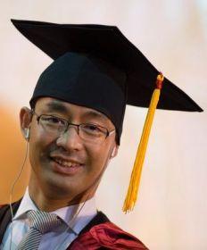 Đại học Kinh tế Quốc dân tại Hà Nội đã tặng bằng tiến sĩ danh dự cho Rösler