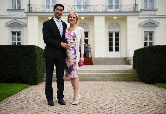 Vợ chồng Rösler trước dinh tổng thống Đức