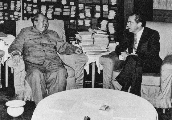 Mao Trạch Đông đã 78 tuổi và đã đau ốm nặng khi ông ấy tiếp Richard Nixon: ông ấy đã tập đứng lên và ngồi xuống một giờ liền cho lần đến thăm kéo dài một giờ đồng hồ. Ảnh: GEO Epoche