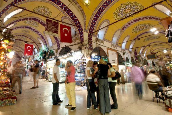 Chợ Lớn của Istanbul có 3300 cửa hàng, 20.000 người buôn bán và nửa triệu khách mỗi ngày. Ảnh: Merian
