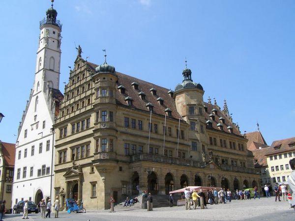Tòa đô chính Rothenburg. Ảnh: Phan Ba