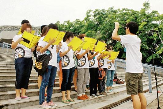 Đội đồng ca khiếu nại ở Quảng Châu. Ảnh: Der Spiegel