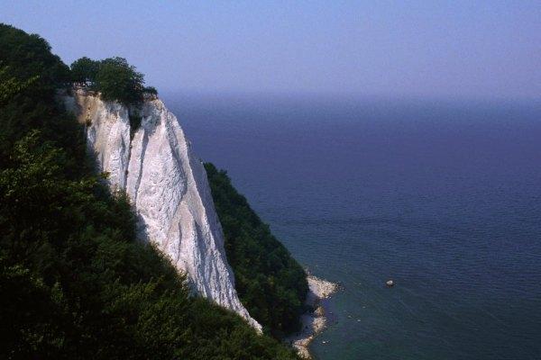 Tảng núi đá hẳn là nổi tiếng nhất của Rügen: Königsstuhl (
