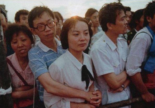 Sinh viên là những người thua cuộc trong Trung Quốc hiện đại: sau khi tốt nghiệp, nhà nước vẫn phân chia cho họ những công việc không có thu nhập cao như trong thời của Mao. Vì thế mà những người biểu tình tích cực nhất đến từ 40 trường đại học của Bắc Kinh. Ảnh: GEO Epoche.