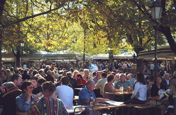 Vườn bia ở Chợ Thực phẩm ngay trong trung tâm München. Ảnh: Fotocommunity