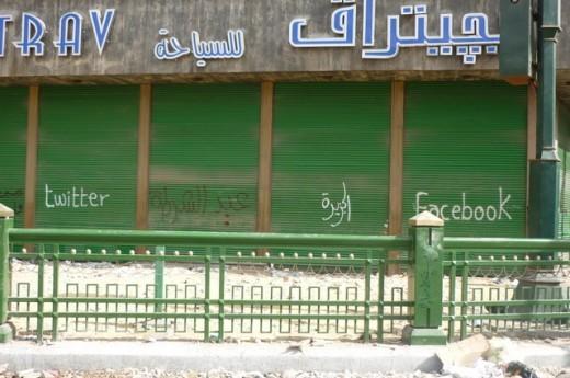 Twitter, Al Jazeera, Facebook - trên Quảng trường Tahrir