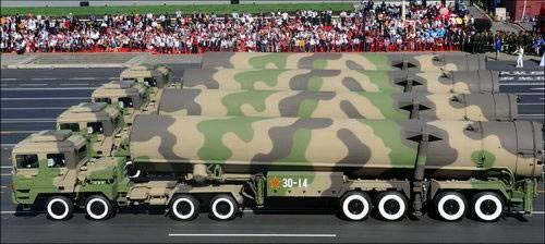 Tên lửa đạn đạo xuyên lục địa Đông Phong-31A Trung Quốc trong Lễ duyệt binh ngày Quốc khánh - ngày 1 tháng 10 năm 2009