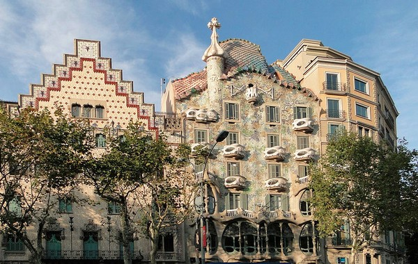 Casa Amatller và Casa Batlló. Ảnh: Wikipedia