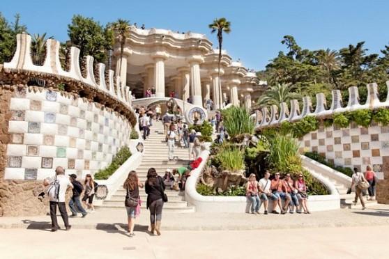 Parc Güell của Antonio Gaudí là một điểm thu hút ở Barcelona. Ảnh: Tim Langlotz