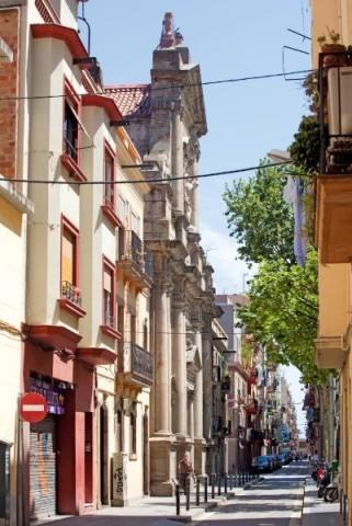Barceloneta là khu phố có giá nhà cao nhất Barcelona. Ảnh: Tim Langlotz