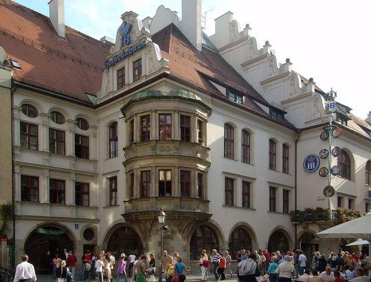 Quán Hofbräuhaus nổi tiếng thế giới ở München. Ảnh: Wikipedia