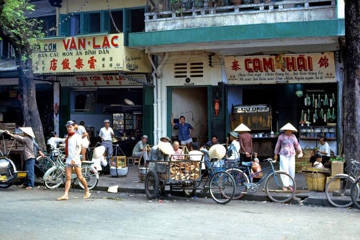 Đường Tôn Thất Đạm Chợ Cũ, Sài Gòn 1965/1966. Hình: Thomas W. Johnson