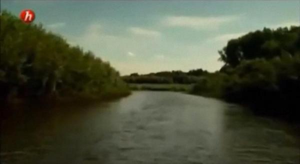 """Chốn ghê sợ: đảo Nasino trên sông Ob ở Siberia. Hình xuất phát từ phim tài phim """"Hòn đảo của những kẻ ăn thịt người"""" (""""L'île aux cannibales"""") của nhà làm phim người Pháp Cédric Condom. Hình: Kilaohm Productions"""