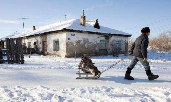 """Gulag: Trong Liên bang Xô viết dưới thời Stalin, cả một mạng lưới của những trại cưỡng bức lao động và trại giam cũng như nhà tù đã được xây dựng lên. Hệ thống này dùng để trấn áp. Sau khi kế hoạch """"khai khẩn"""" những vùng đất hoang vắng thất bại, tù nhân bị giam trong trại. trong hình là một trại ở Dolinka. Hình: Reuters"""
