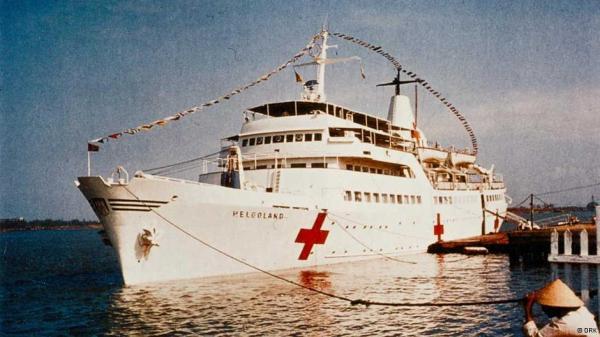Chiếc tàu bệnh viện Helgoland đã hoạt động dưới lá cờ của hội Hồng thập Tự Đức ở Việt Nam từ 1966 cho tới 1972. Hình của hội Hồng thập Tự Đức
