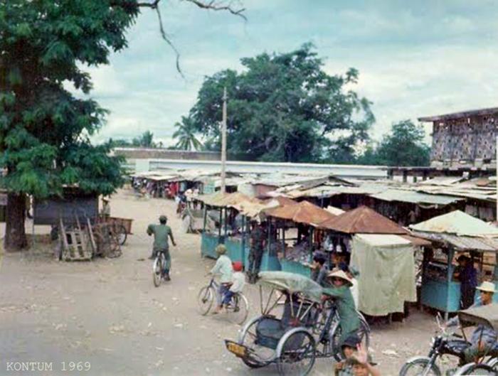 Chợ Kontum 1969 - Mặt trước đường Trần Hưng Đạo