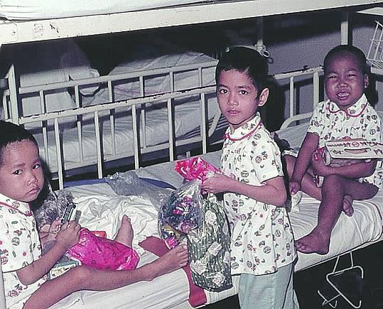 Trẻ em được điều trị trên tàu Helgoland