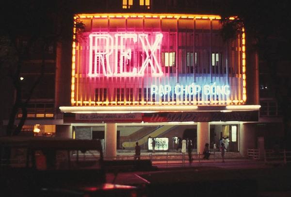 Rạp REX, khánh thành năm 1962 và là rạp chiếu phim hiện đại nhất Đông Nam Á vào thời điểm đó.