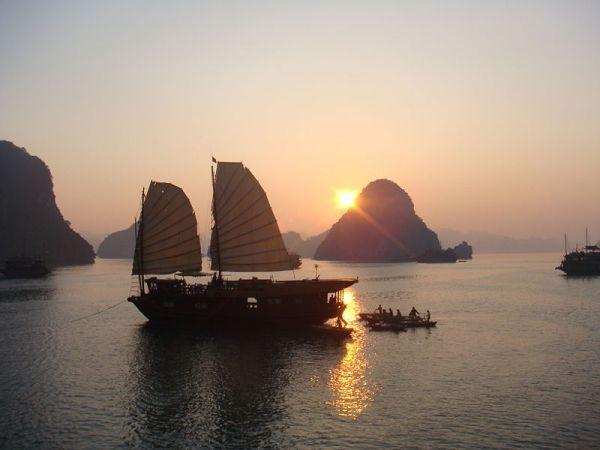Vịnh Hạ Long. Hình: Wikipedia