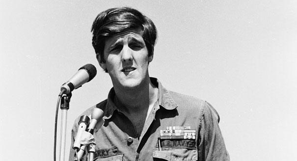 Ông John Kerry nói chuyện với những người tham gia và ủng hộ chiến dịch rút quân nhanh chóng khỏi Việt Nam (RAW – Rapid American Withdrawal) tại Valley Forge vào ngày 7 tháng 9 năm 1970. Hình: Reuters
