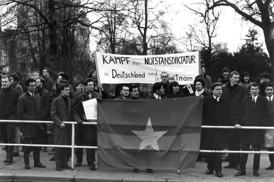 Biểu tình chống chiến tranh ở Frankfurt, Đức, tháng Hai 1967