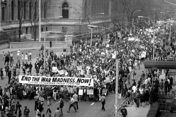 Biểu tình chống Chiến tranh Việt Nam tại New York City ngày 27 tháng Tư 1968. Hình: AP Photo.