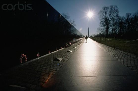 Tháng 4, 1997, Vietnam Veterans Memorial tại Washington, DC. Hình: Joseph Sohm / Visions of America / Corbis.