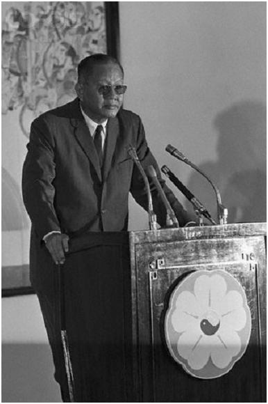 Tướng Dương Văn Minh nhậm chức tổng thống, Sài Gòn, 28 tháng Tư 1975.