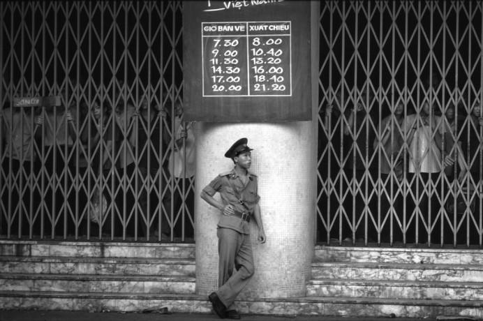 Sài Gòn, Việt Nam 1985: chờ mở cửa. Hình: Philip Jones Griffiths