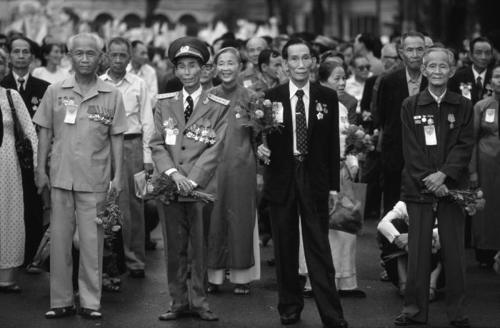 Sài Gòn, tháng Tư 1985, lễ kỷ niệm kết thúc chiến tranh. Hình: Philip Jones Griffiths