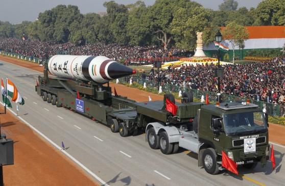 Tên lửa đất-đối-đất Agni V được phô diễn trong cuộc diễu hành nhân ngày Ngày Cộng hòa tại New Delhi