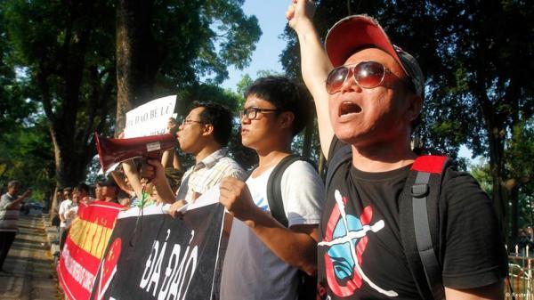 Biểu tình chống Trung Quốc. Hình Reuters