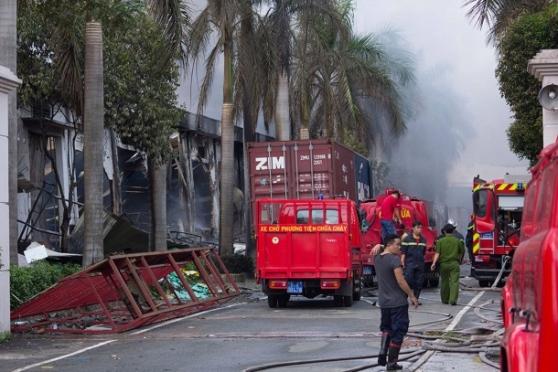 Cà nhà máy xe đạp Đài Loan này cũng bị đốt cháy. Hình AP